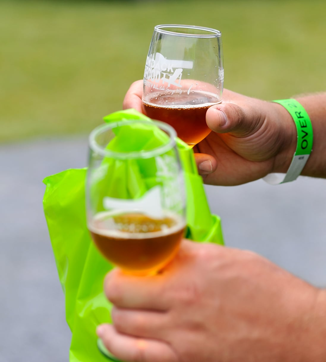 beer-samples-in-hand-close